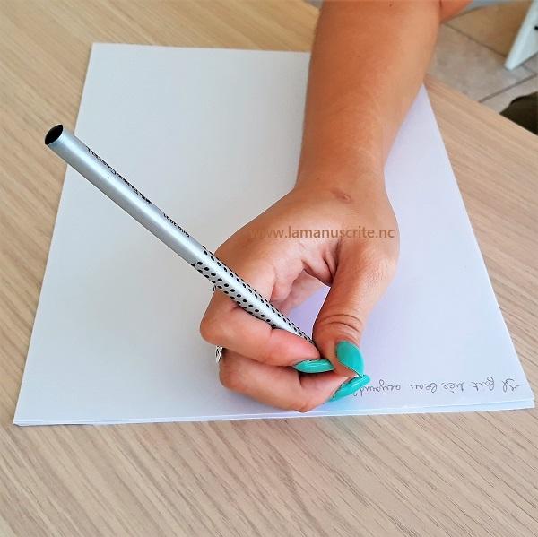 mauvaise tenue du crayon chez l'adulte écriture douloureuse